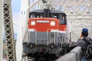 赤川鉄橋を通る貨物列車