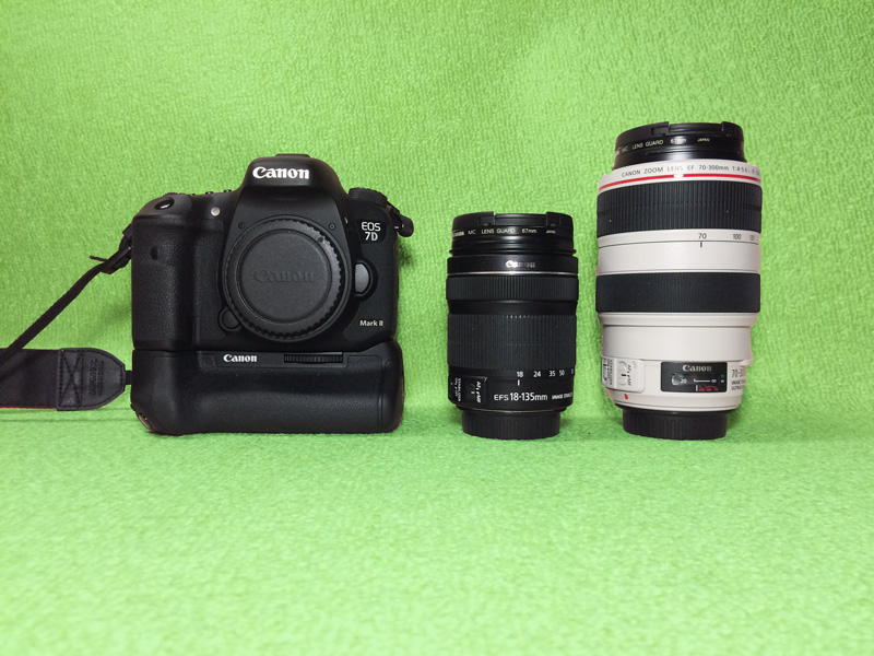 EOS 7D Mk2(左)とレンズ EF-S18-135mm F3.5-5.6 IS STM(中央) EF-70-300mm F4-5.6L IS USM(右)