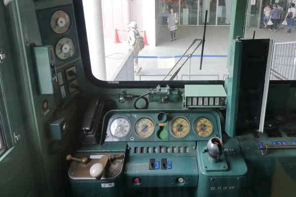 クハ103-1運転台