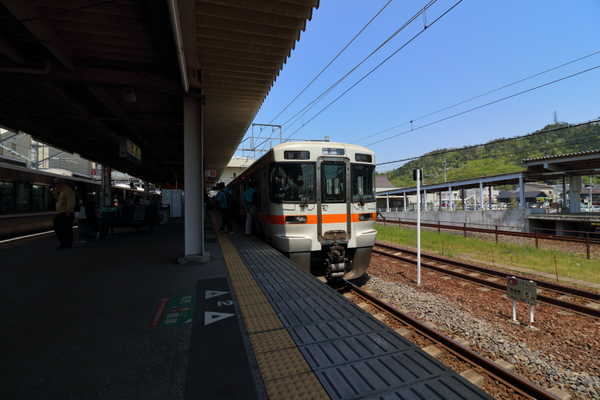 米原駅で313系