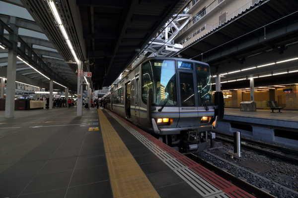 大阪駅停車中の223系