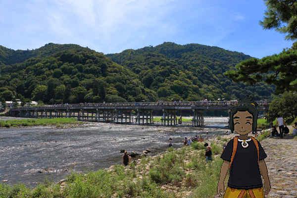 渡月橋とハウ