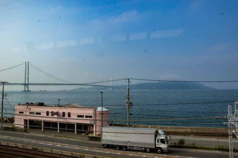 車窓から見える淡路島