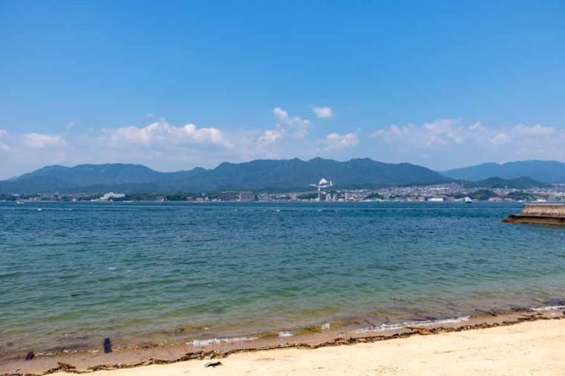 宮島から本州を見る