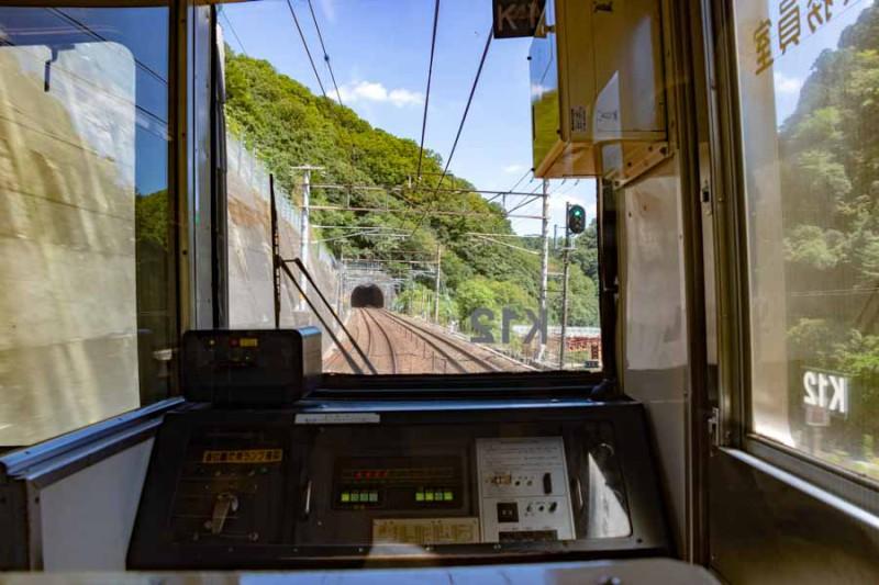高蔵寺駅を出発すると閑散としている。