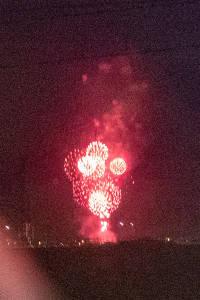 車窓から見える打ち上げ花火
