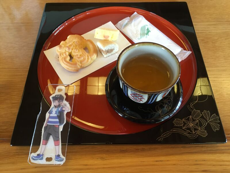 琉球伝統のお菓子とさんぴん茶(熱い)
