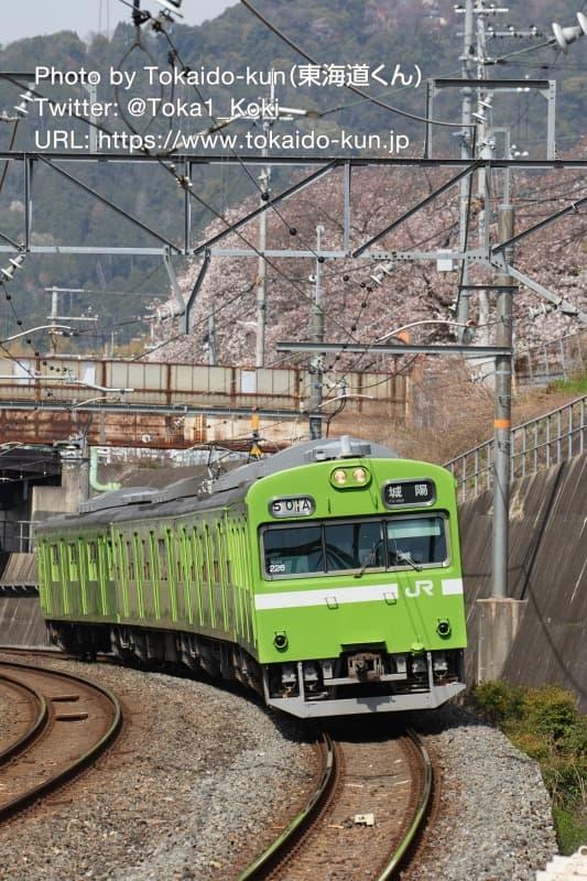 JR藤森駅に入線する103系電車