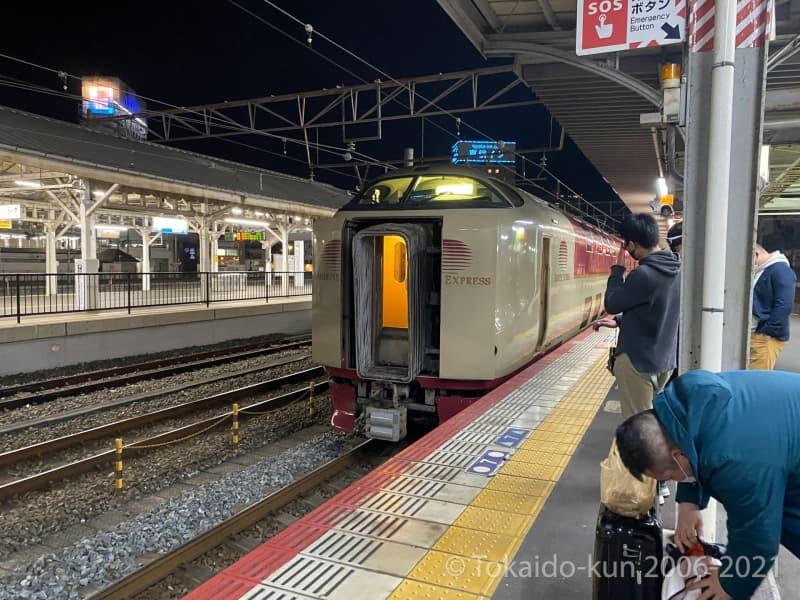 岡山駅に到着し、ここでサンライズ出雲と連結をする