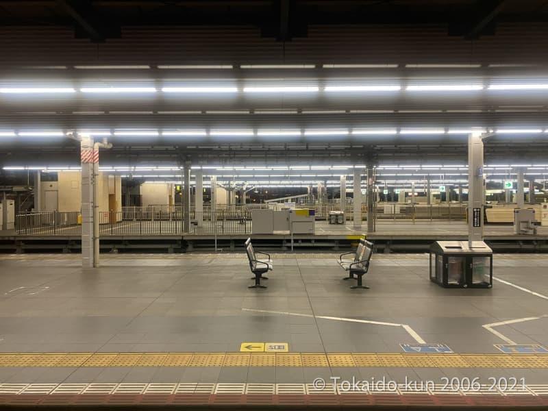 誰もいない大阪駅